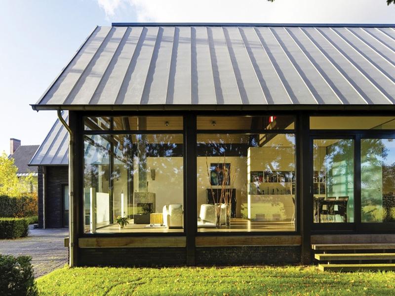 Большие панорамные окна для веранды из ПВХ профиля черного цвета